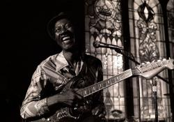 213. Hound Dog Taylor: Blues del sexto dedo.